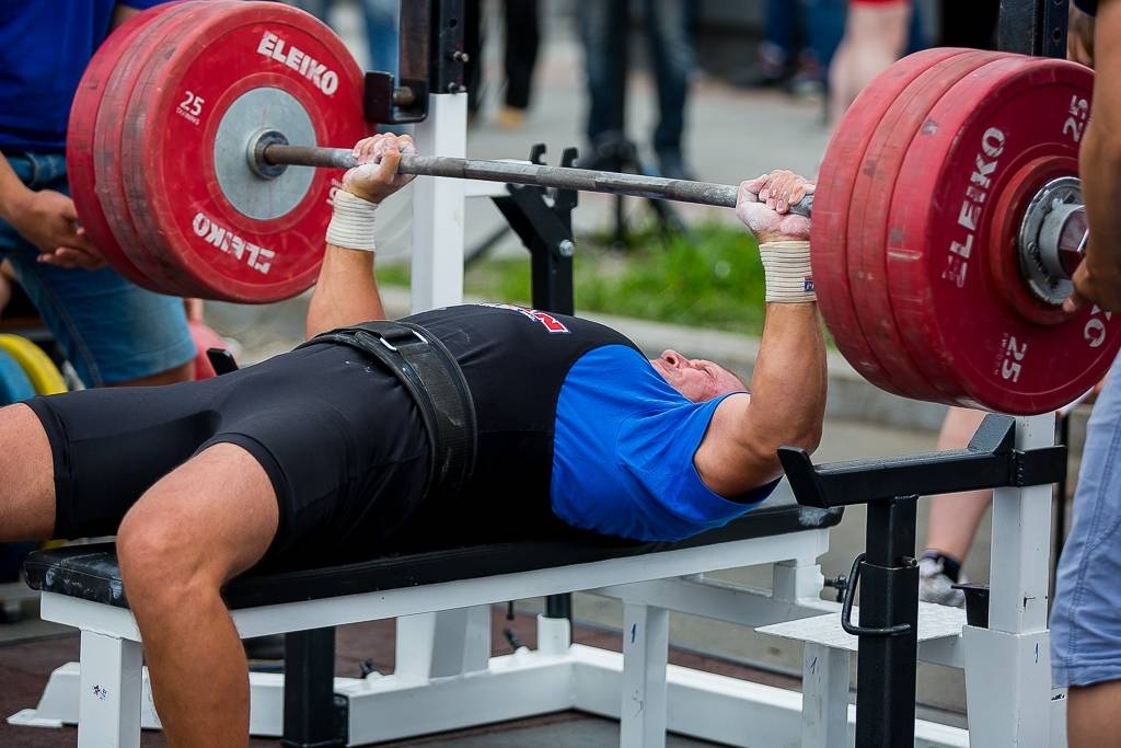 Почему гориллы такие сильные и мускулистые без тренировок?