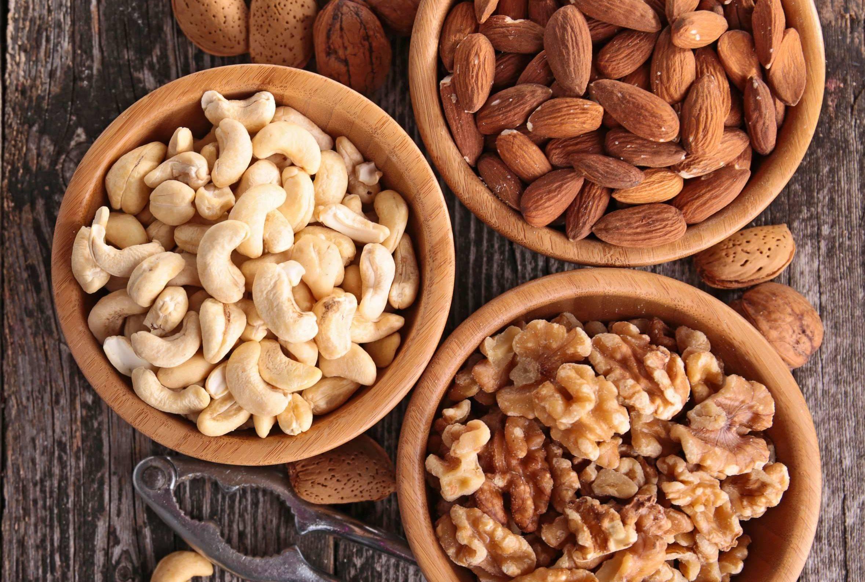 Какие орехи можно давать собакам: грецкие, макадамия, кедровые или миндаль